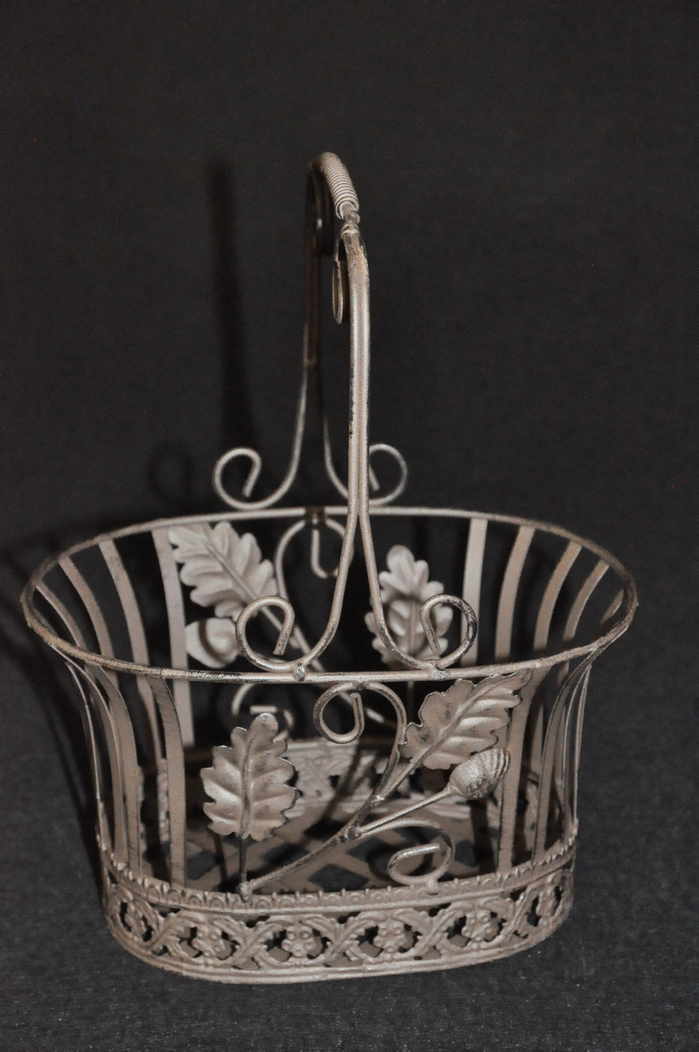 petit panier fer forg collection ch ne demeure et jardin. Black Bedroom Furniture Sets. Home Design Ideas