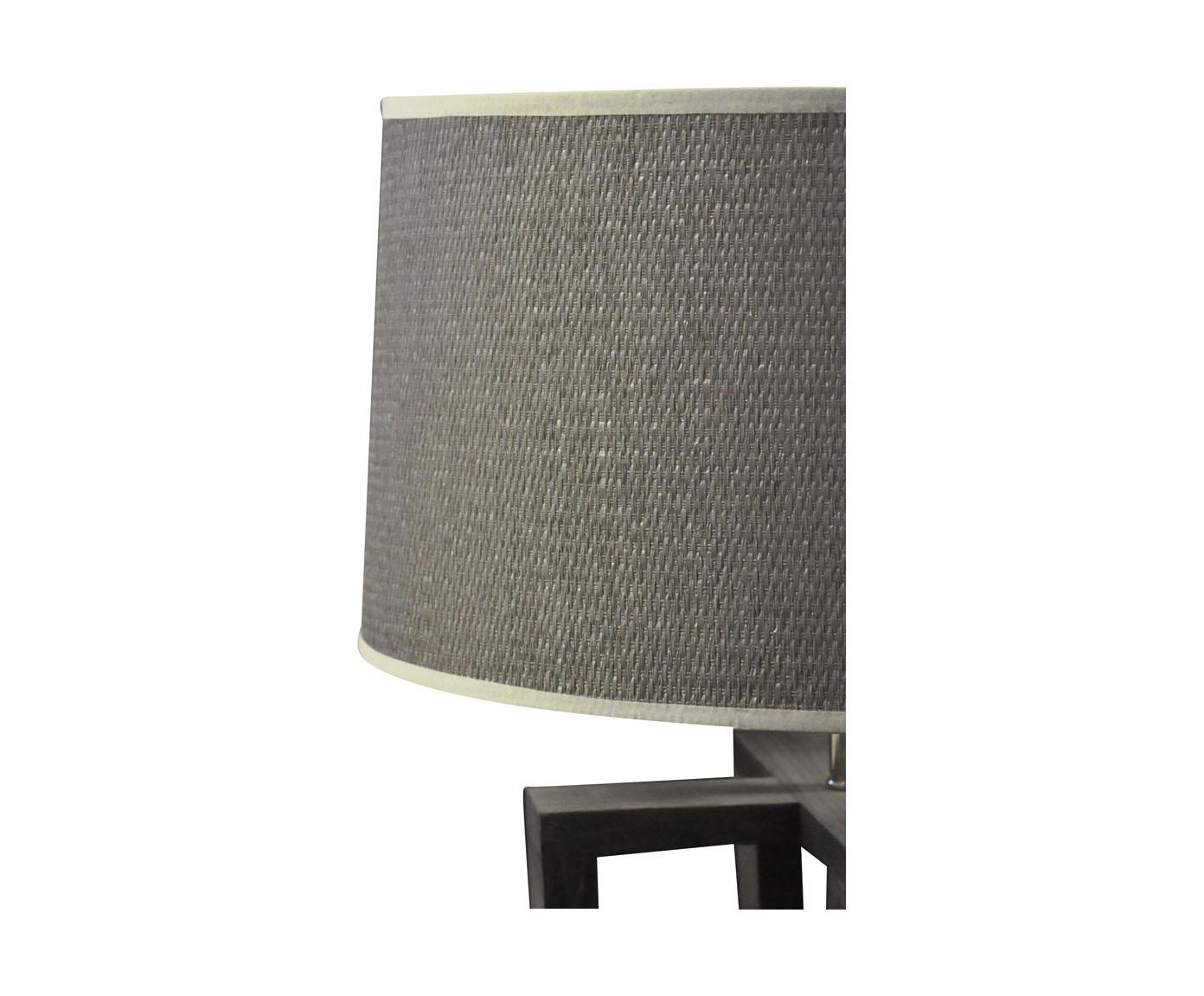 lampe design scandinave quadripode en bois gris demeure. Black Bedroom Furniture Sets. Home Design Ideas