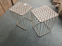 Lot de deux tables d'appoint en fer forgé blanc