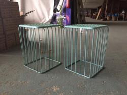2 tables d'appoint bleue en fer forgé