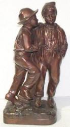 Deux garçons en Bronze patiné brun doré