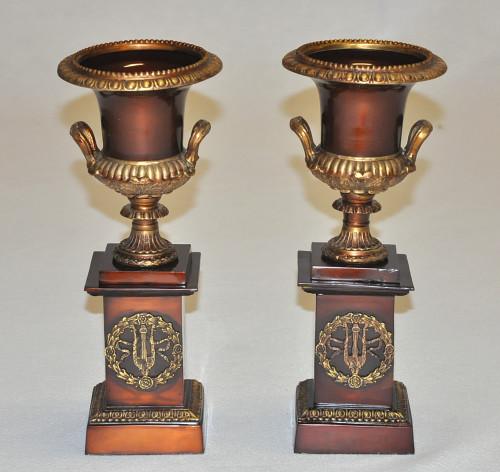 Paire de cassolettes en Bronze