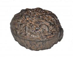 Petite boîte fonte en forme de noix couleur rouille