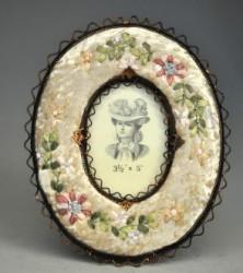 Cadre ovale à fleurs panne de velours