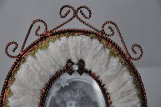 Cadre ovale panne de velours ivoire