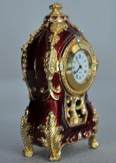 Pendule rouge style Louis XV