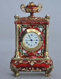 Pendule rouge style Louis XV