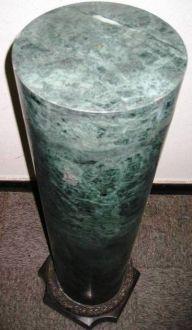 Colonne en Marbre Vert base carrée en bronze