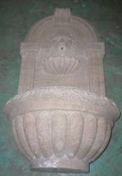 Fontaine murale en pierre et tete de lion