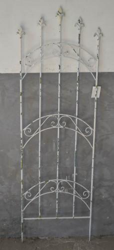 grille en fer forg blanc antique demeure et jardin. Black Bedroom Furniture Sets. Home Design Ideas