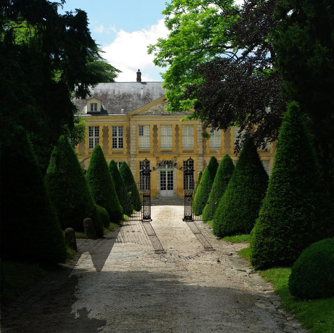 Arche colonnes et grilles en fer forg demeure et jardin for Demeure et jardin