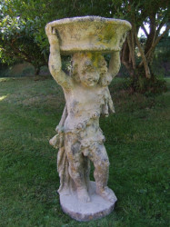Angelot en pierre reconstituée portant un panier - Hauteur 100 cm