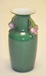 Vase vert aux fruits