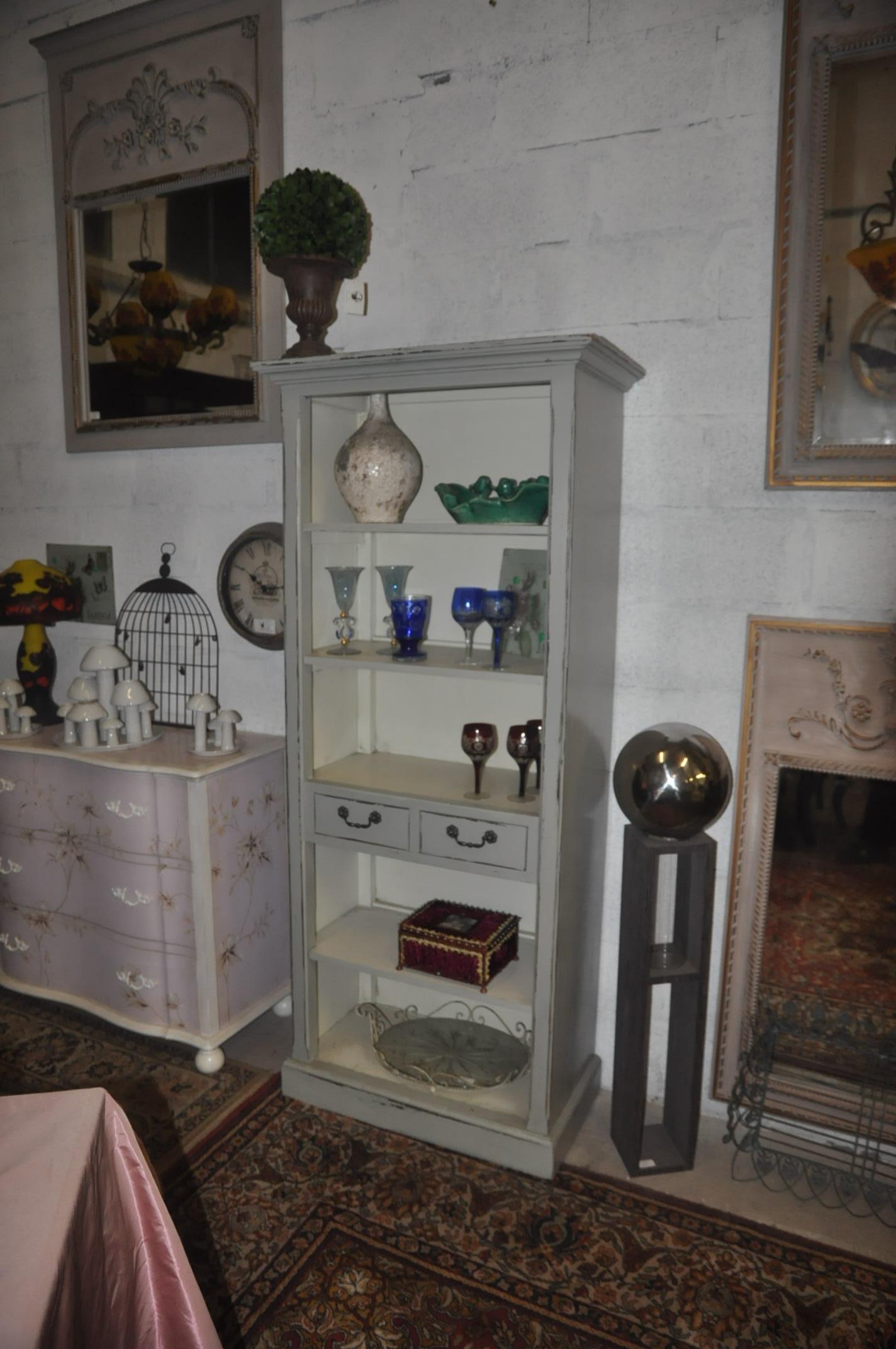 petite biblioth que patine grise int rieure blanche. Black Bedroom Furniture Sets. Home Design Ideas