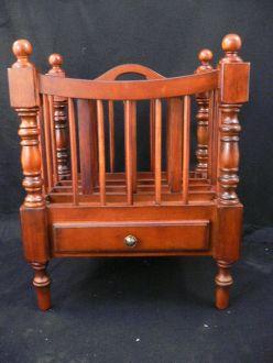 porte journaux en bois style anglais demeure et jardin. Black Bedroom Furniture Sets. Home Design Ideas
