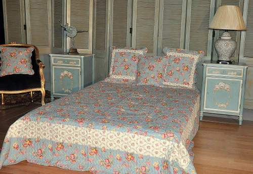 boutis bleu lit king size demeure et jardin. Black Bedroom Furniture Sets. Home Design Ideas